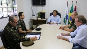 Vice-prefeito Neguinho recebe Tenente-Coronel do Exército -