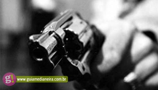 Homem é morto após assaltar e trocar tiros com policial