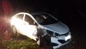 Medianeira: Veículo colide em poste no Bairro Parque Independência -