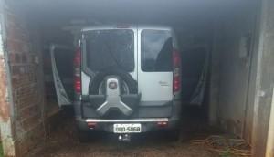 Polícia Militar de Itaipulândia recupera carro roubado que estava com placa adulterada com tinta -