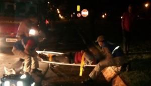 SMI: Motociclista fica gravemente ferida após ser atingida por carro que fugiu sem prestar socorro -