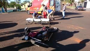 Medianeira: Bombeiros socorrem motociclista que ficou ferida em acidente entre carro e moto -
