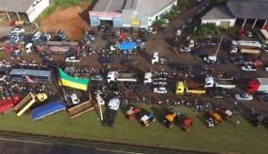 Moradores de São Miguel do Iguaçu vão as ruas em apoio a paralisação dos caminhoneiros -