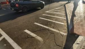 Medianeira: Fio pendurado no meio da rua causa grave acidente com motociclista -