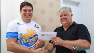 Departamento de Esportes de Missal repassa valores arrecadados com cartões nas competições do município para a Apae -