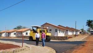 Asfalto está sendo implantado no Empreendimento Habitacional Francisco Fracaro -
