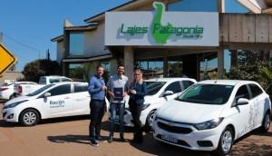 A Racon Consórcios realizou a entrega de dois veículos novos para a Lajes Patagonia -