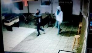 Mulher é assassinada a tiros em Matelândia; câmera de segurança registra o crime -