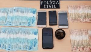 Matelândia: Ação conjunta de policiais civis e militares resulta na apreensão de droga, dinheiro e prisão de uma pessoa -