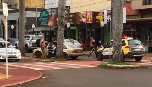 Flagrante: Vídeo mostra motorista bêbado avançando sobre calçada e canteiro no centro de Medianeira -