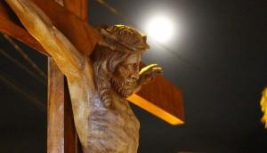 Via-Sacra encenada reúne milhares de pessoas no centro de Medianeira -