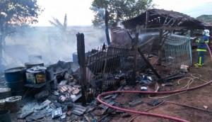 Incêndio destrói barracão no interior de Missal -