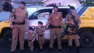 Polícia Militar de Missal presenteia fãs e aniversariante com fardas da PM -