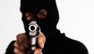 Medianeira: Homens encapuzados rendem e assaltam clientes de bar -