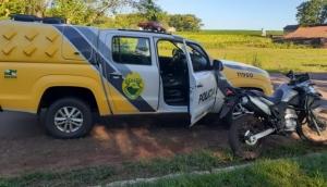 Serranópolis: Com mandados de prisão e com moto roubada, casal é preso pela PM -