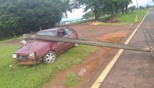 Agro Cafeeira: Motorista embriagado derruba poste e deixa rodovia interditada -