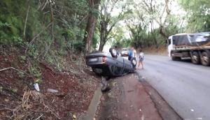 Capotamento é registrado na PR 497, em São Miguel do Iguaçu -