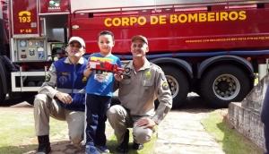 Medianeira: Menino de seis anos recebe homenagem do Corpo de Bombeiros em seu aniversário -