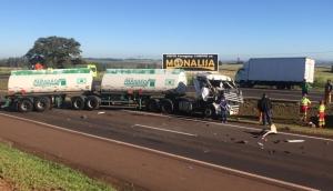Medianeira: Dois caminhões e veículo se envolvem em acidente na BR 277 -