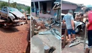 Medianeira: Veículo colide e danifica muro de residência na Vila Alegria -