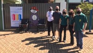 APAE Medianeira recebe cadeira de rodas do Rotary Club Caminho do Colono  -