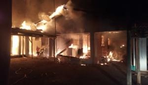 Incêndio destrói kitinetes em Itaipulândia -