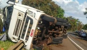 Matelândia: Motorista morre após carreta tombar na BR 277 -