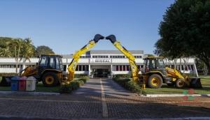 Recebidas duas retro escavadeiras adquiridas pelo município de Missal -