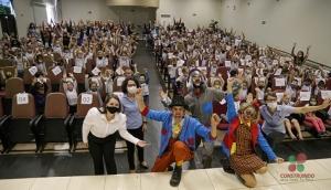 Crianças da rede municipal de Educação de Missal participam de Teatro sobre Educação Financeira e Diversidade -